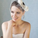 Braut mit fascinator